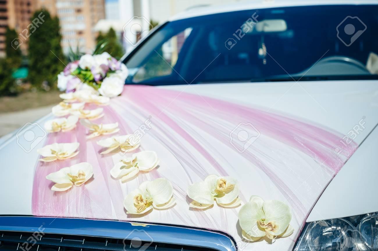 Vintage Luxus Hochzeit Auto Mit Blumen Geschmückt Lizenzfreie Fotos