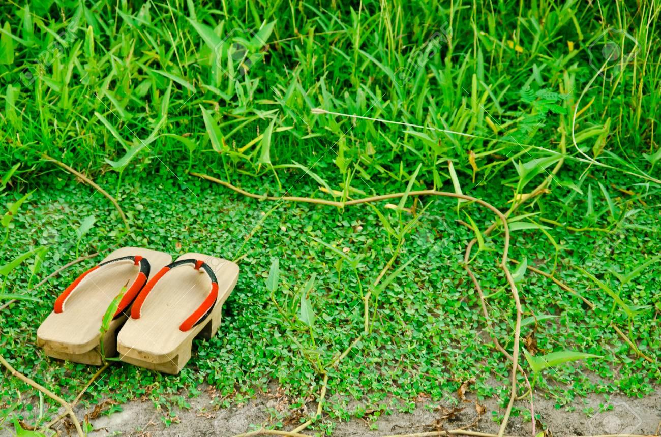 Japoneses Japonés Una Palabras pair Geta De Tradicionales Viejas Japonesas Forma 'geta' Son Sandalias Slippers 7vyYgb6f