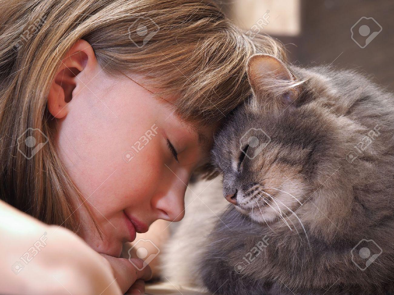 Gato Y Chica Cara A Cara La Ternura El Amor La Amistad Imagen