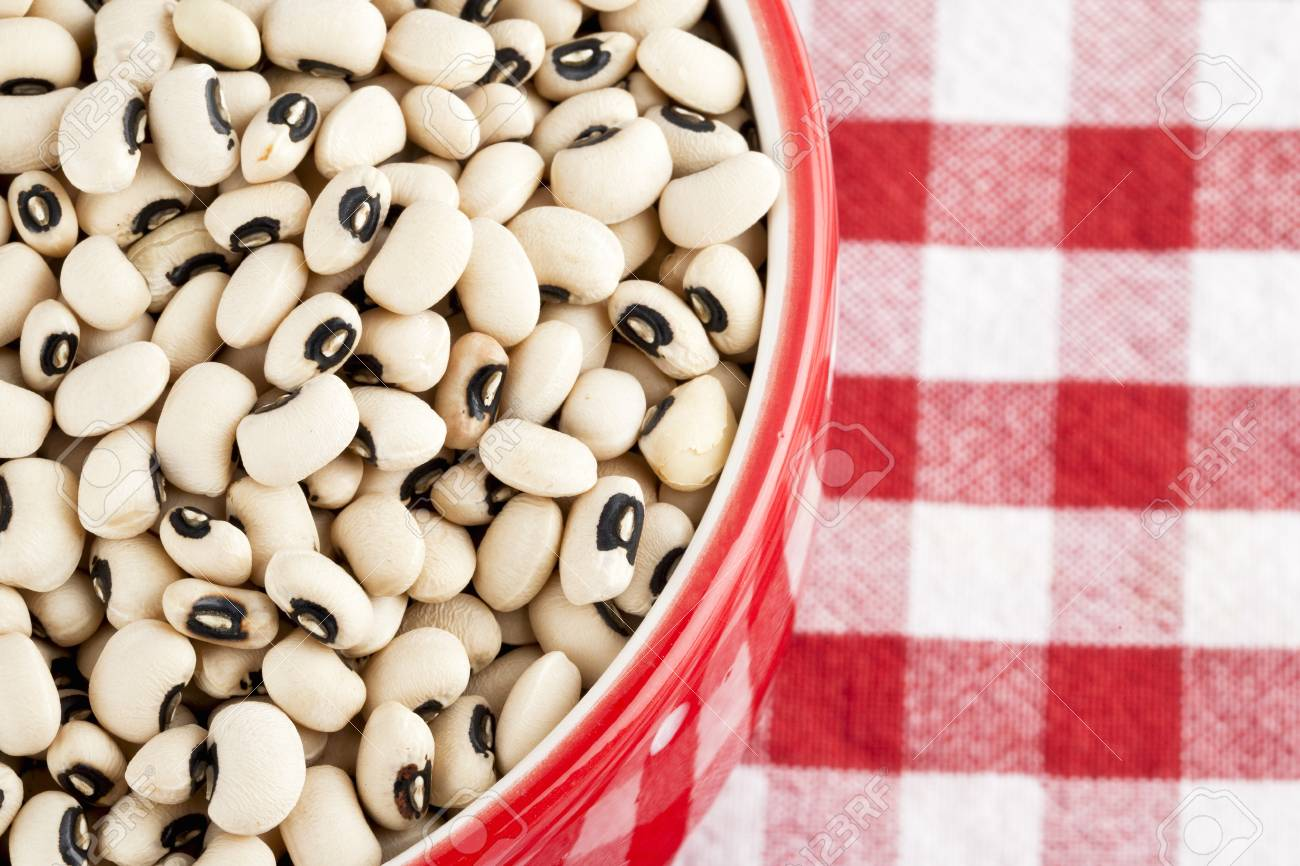 Close-up cropped shot of white kidney beans in bowl on napkin. Stock Photo - 16997197