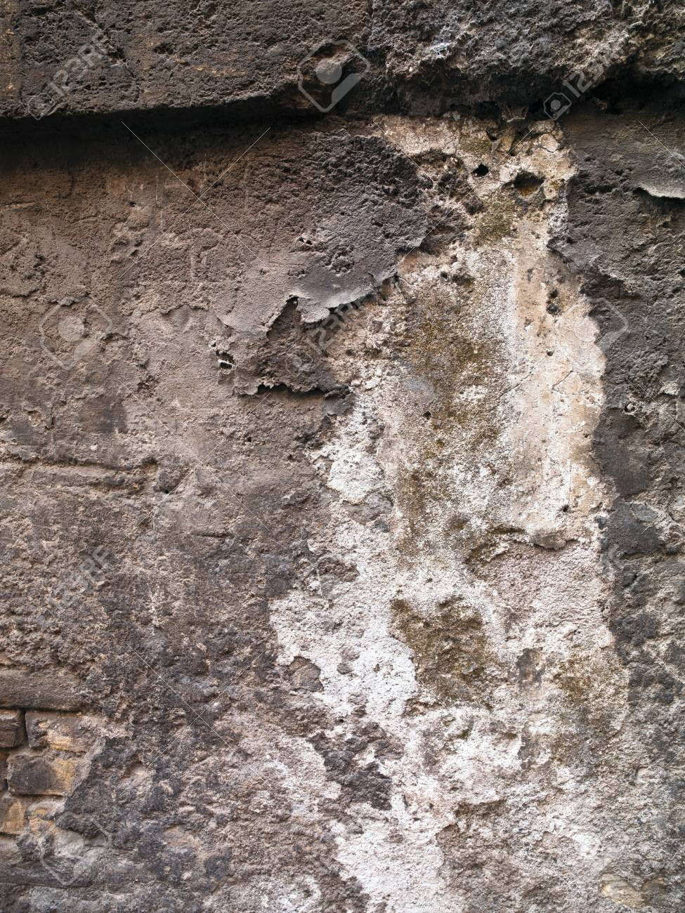A lumpy dirty wall with dirt flaking off it Stock Photo - 17111943