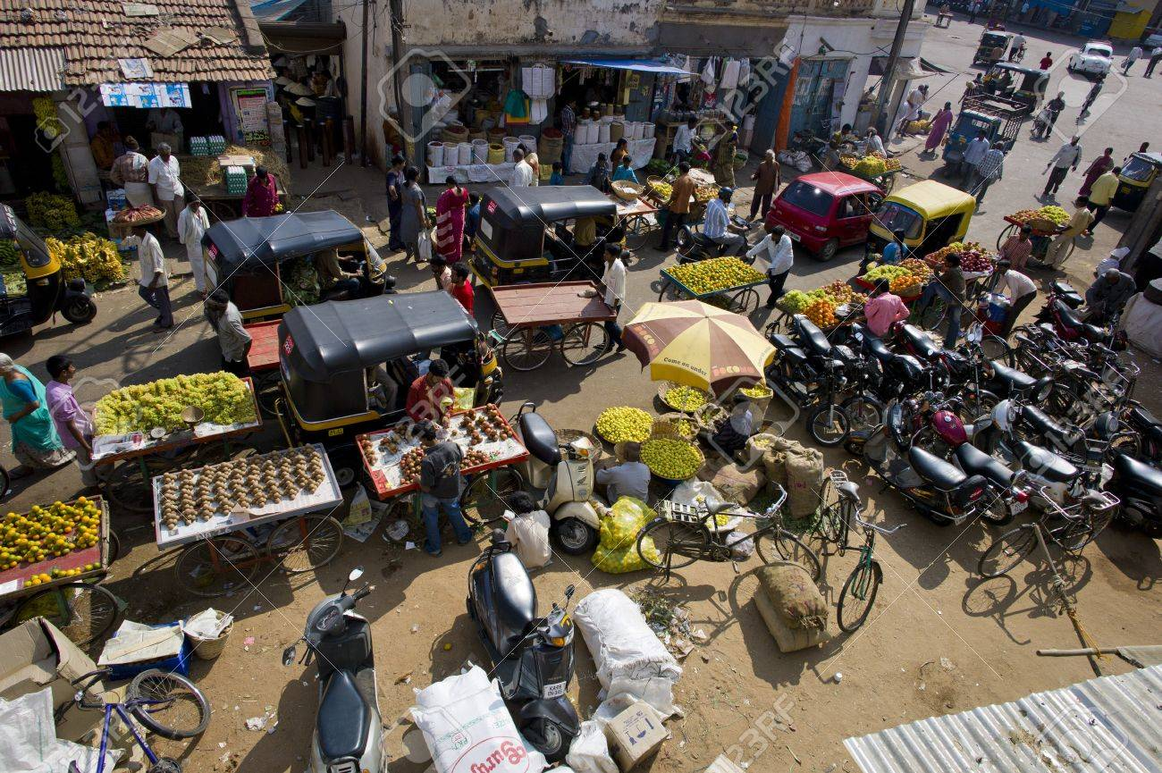 A traffic jam of street vendors and rickshaws in Mysore, India. Stock Photo - 17146564