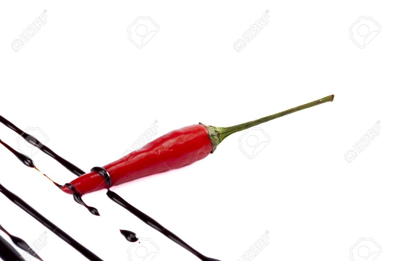 Chili Bilder up bild roten chili mit schokolade tropf gegen weißen