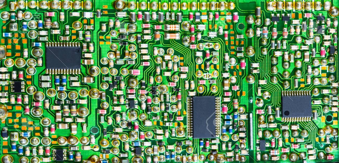 Circuito Impreso : Impresionante placa de circuito impreso con muchas partes