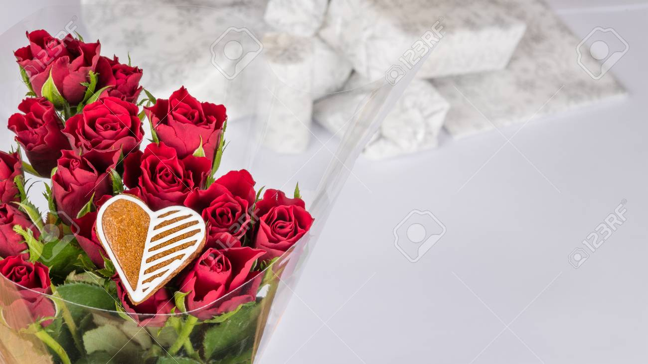 Bouquet of red roses and sweet gingerbread heart for good luck bouquet of red roses and sweet gingerbread heart for good luck decorative flowers with white izmirmasajfo