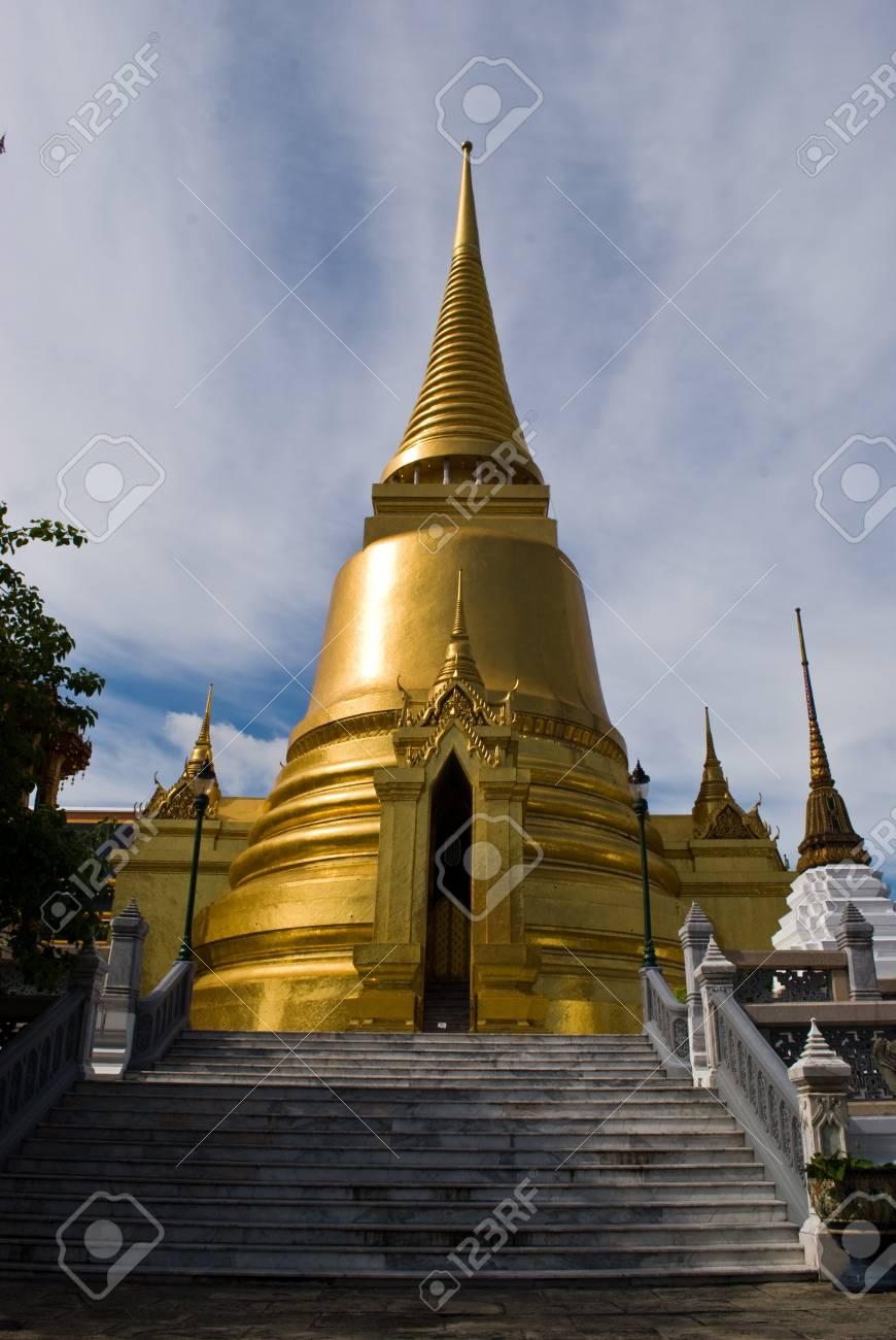Golden grand stupa of the grand palace - Bangkok Thailand Stock Photo - 7165442