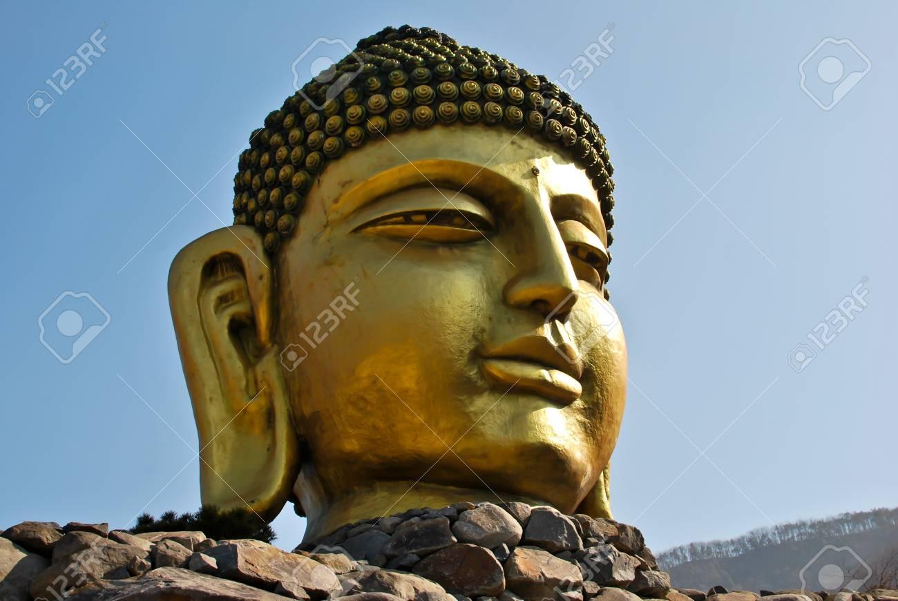 Golden Buddah Head - Korea Stock Photo - 16571811