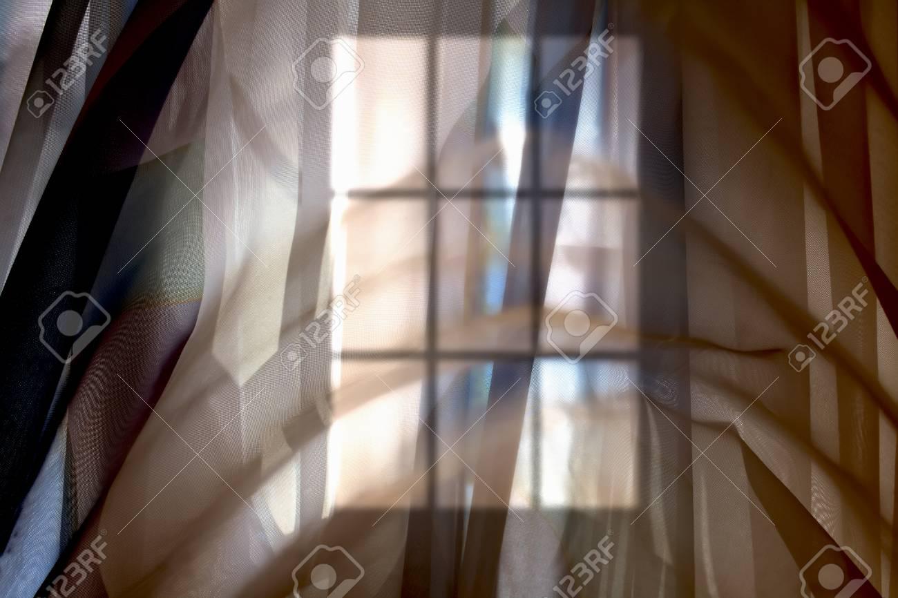 Résumé Silhouette Floue D\'une Fenêtre Derrière Le Rideau Transparent ...