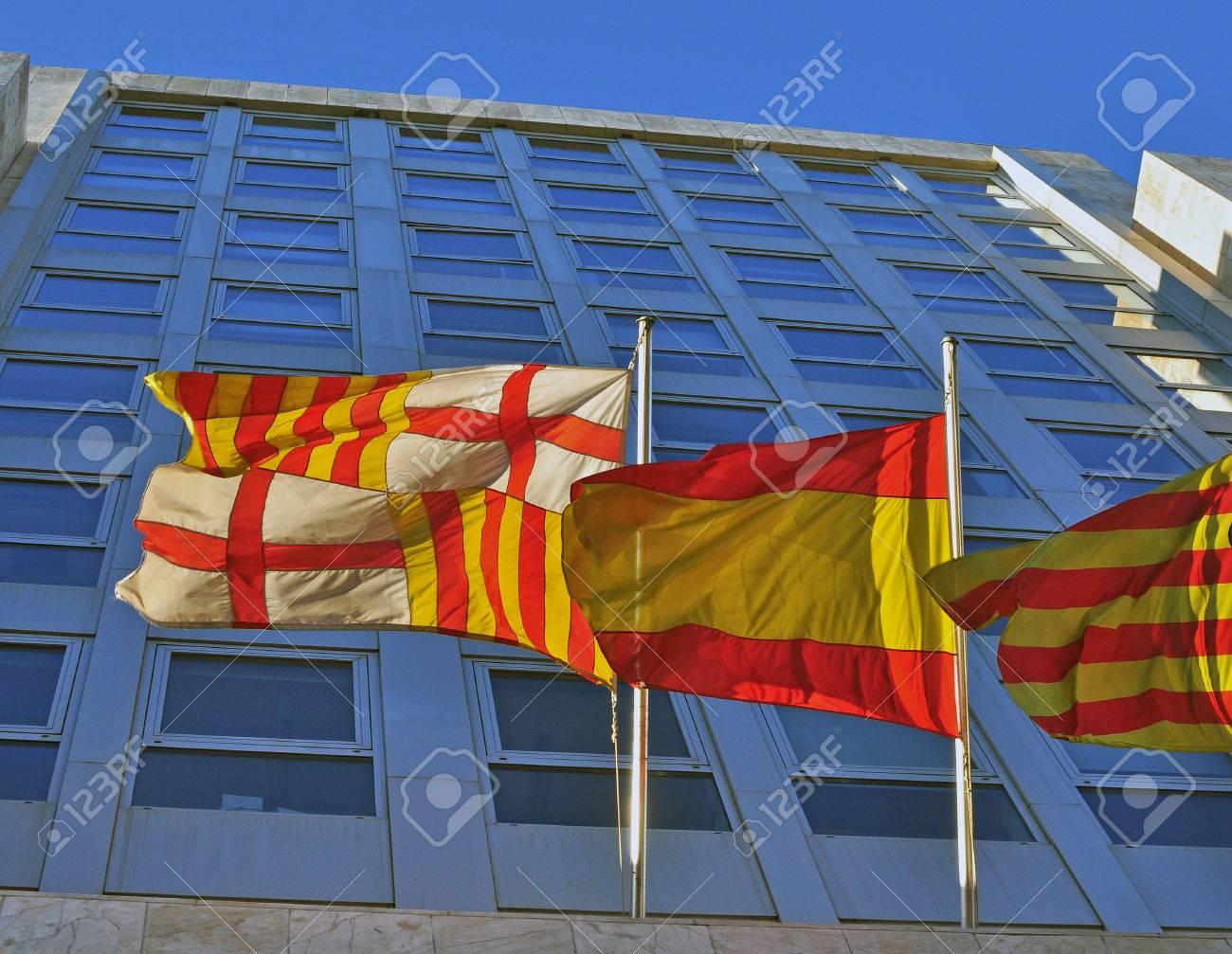 Banderas De La Ciudad De Barcelona Cataluna Y Espana