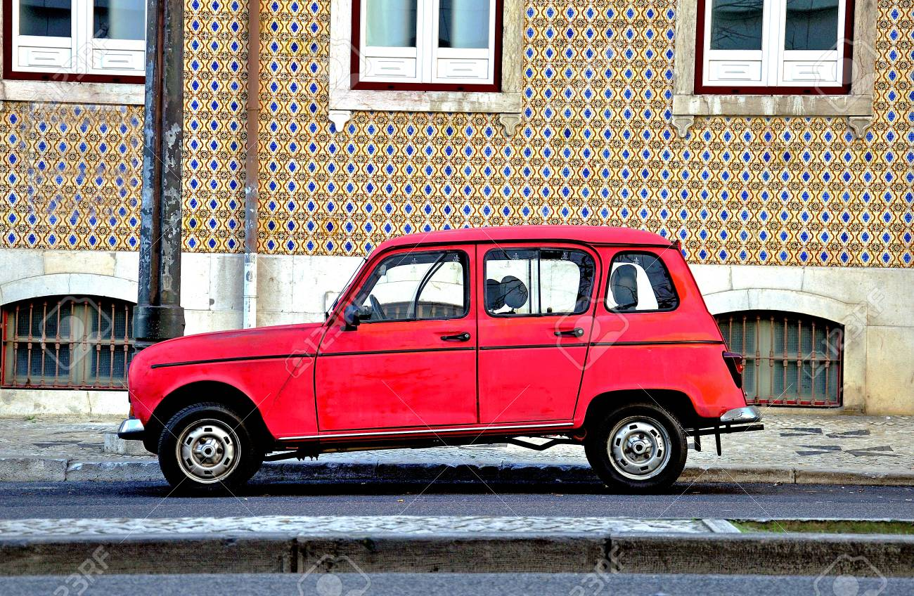 Old Fashion Cars >> Old Fashioned Car In The Street Of Lisbon Portugal