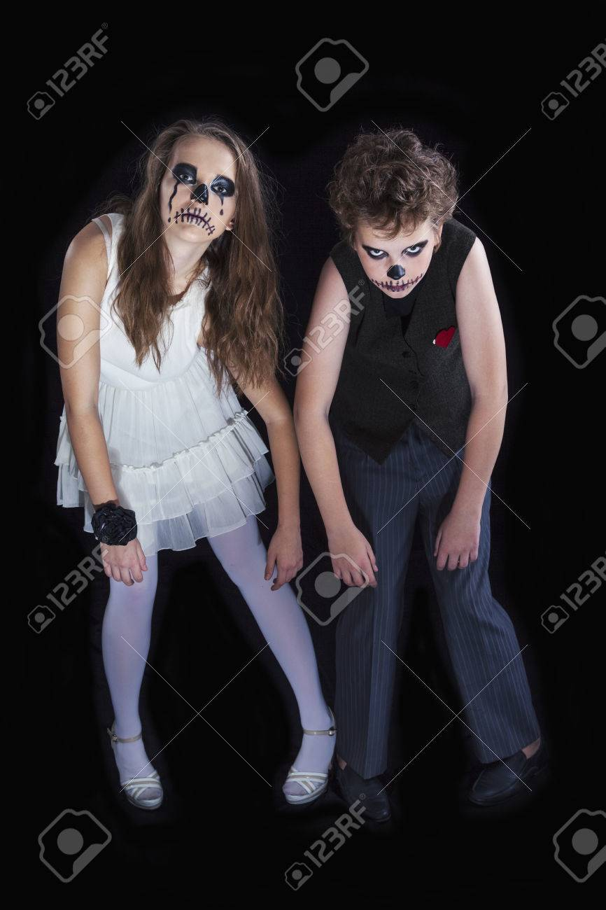 Bride And Groom Halloween Costume.A Couple Of Teenagers Dressed In Costumes Of The Groom And The