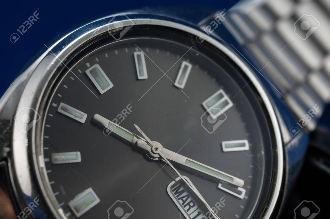 Resultado de imagen de reloj clasico fondo azul   Relojes