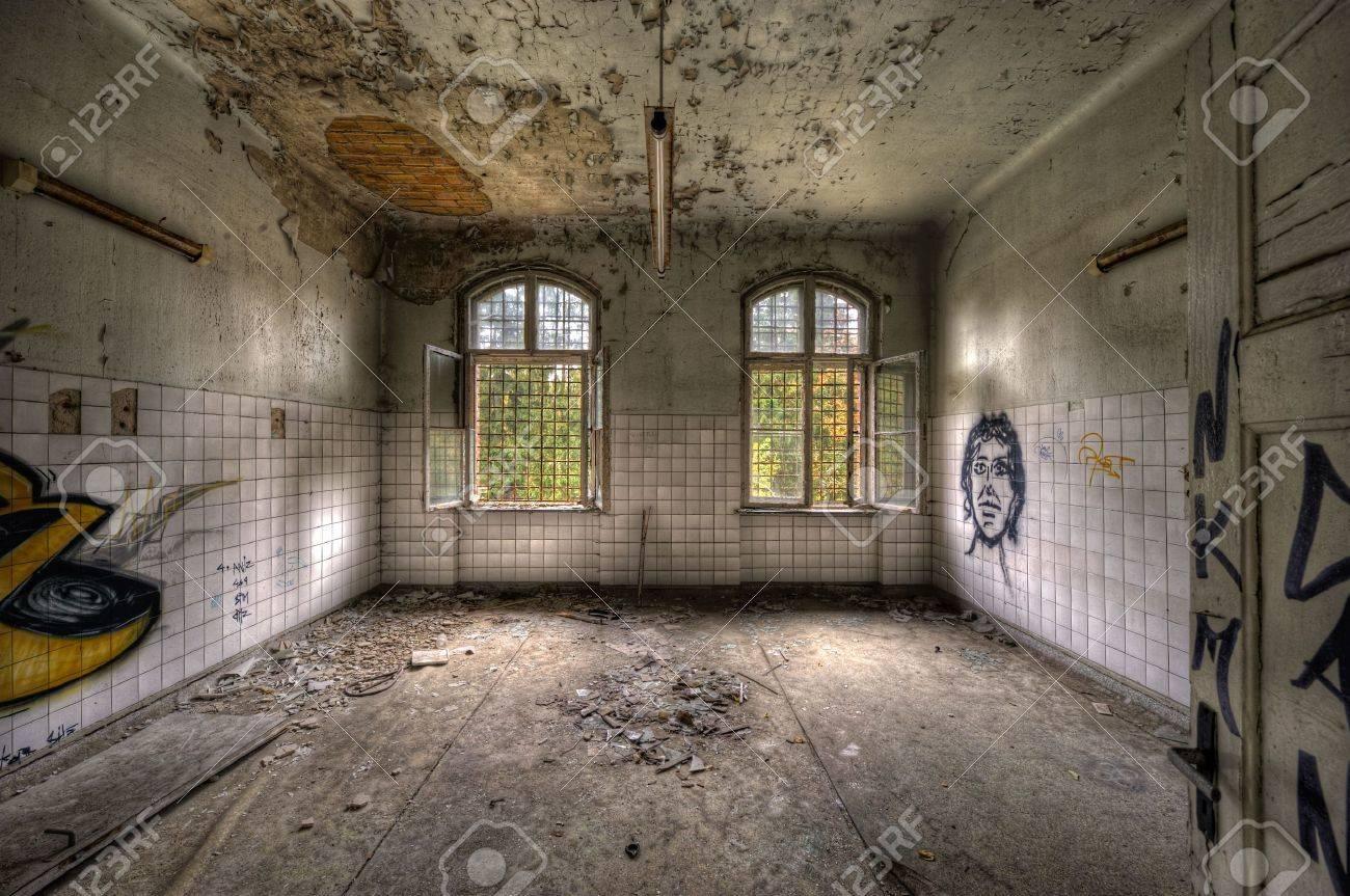 empty room - 6031602