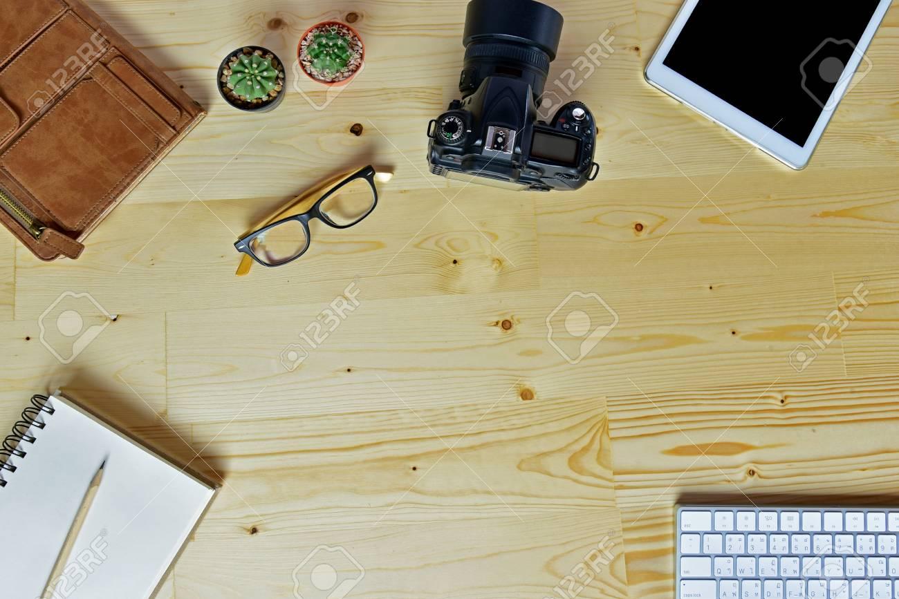 Bureau Plan De Travail accessoires d'affaires sur bois bureau arrière-plan de travail, poser à  plat.