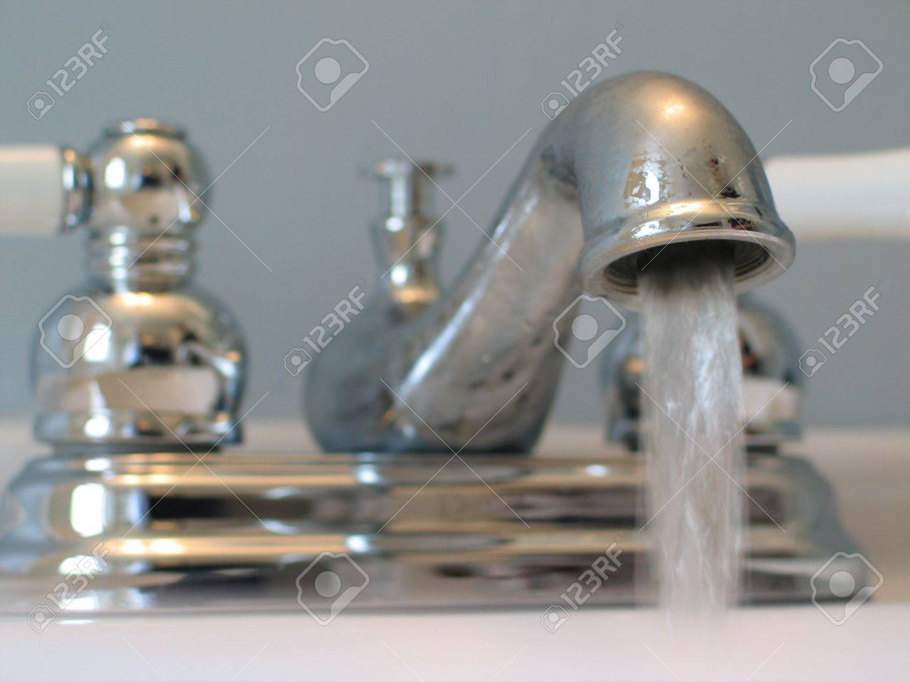 Close-up Of Old-fashioned Looking Chrome And Porcelain Faucet ...