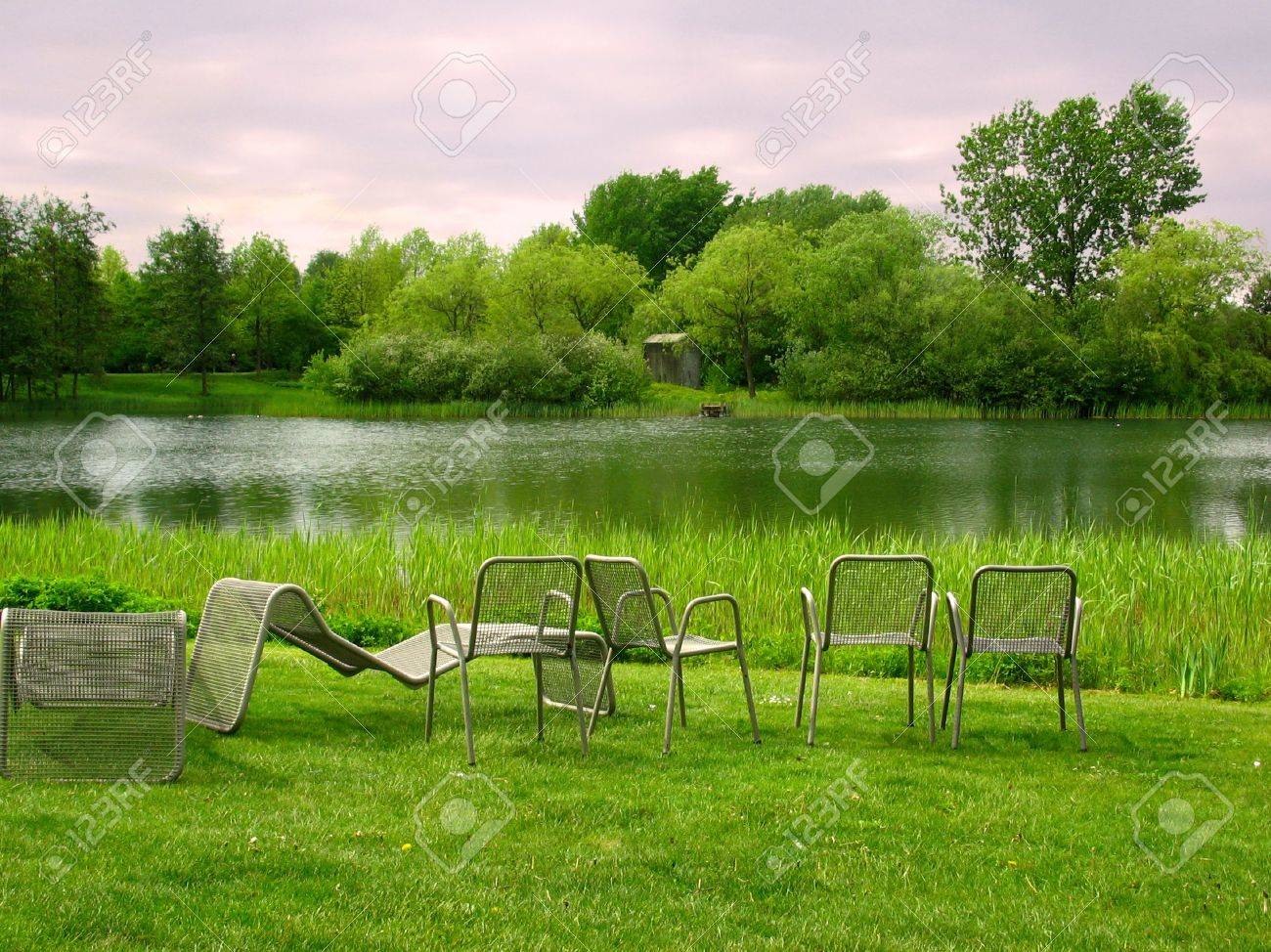 An idyllic place near the water to take a rest and enjoy the splendid view Stock Photo - 2635117