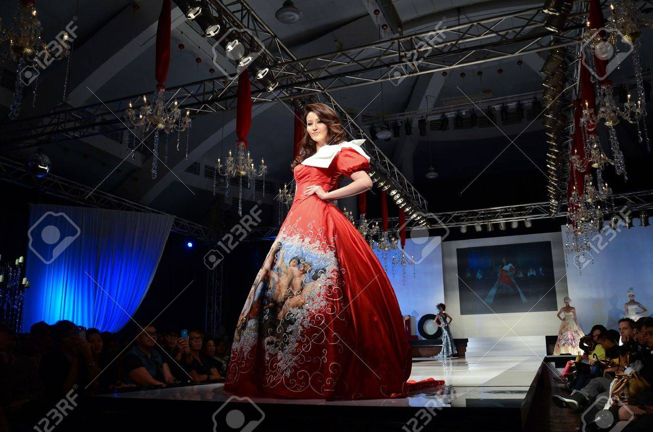 KUALA LUMPUR, MALAYSIA - APRIL 2: A model displays a dress by Dominique Chan during STYLO Fashion Grand Prix at Chin Woo Stadium April 2, 2011 in Kuala Lumpur, Malaysia.The fashion show was held in conjunction with Malaysian F1 Grand Prix. Stock Photo - 9335636