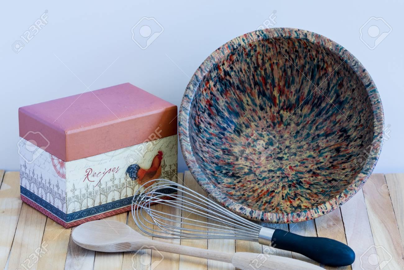 Rezept-Kasten-Vintage-Bowl-Whisk-Kochlöffel Küche-Szene Lizenzfreie ...