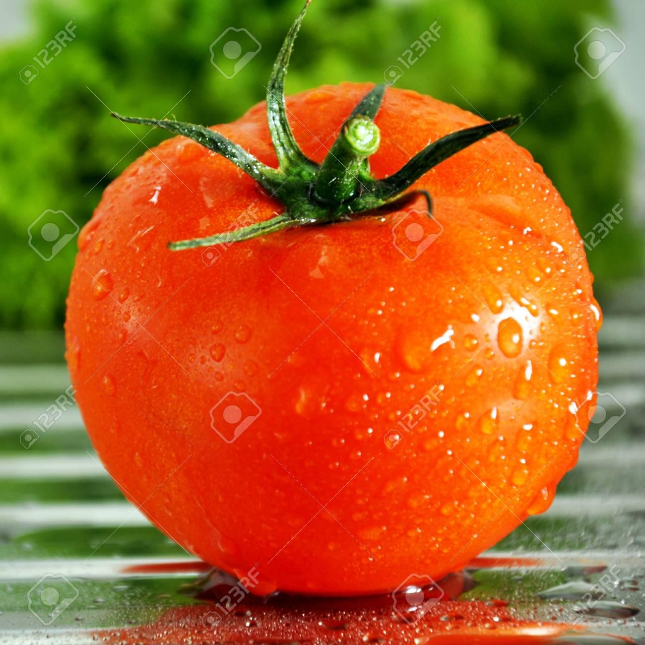 Red tomato Stock Photo - 14399735