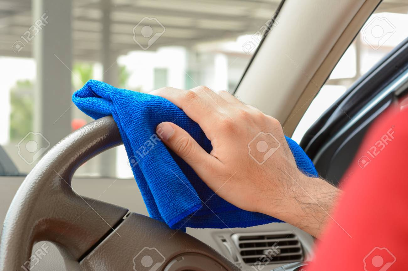 Steering Wheel Cleaner >> Hand Cleaning Car Steering Wheel With Microfiber Cloth