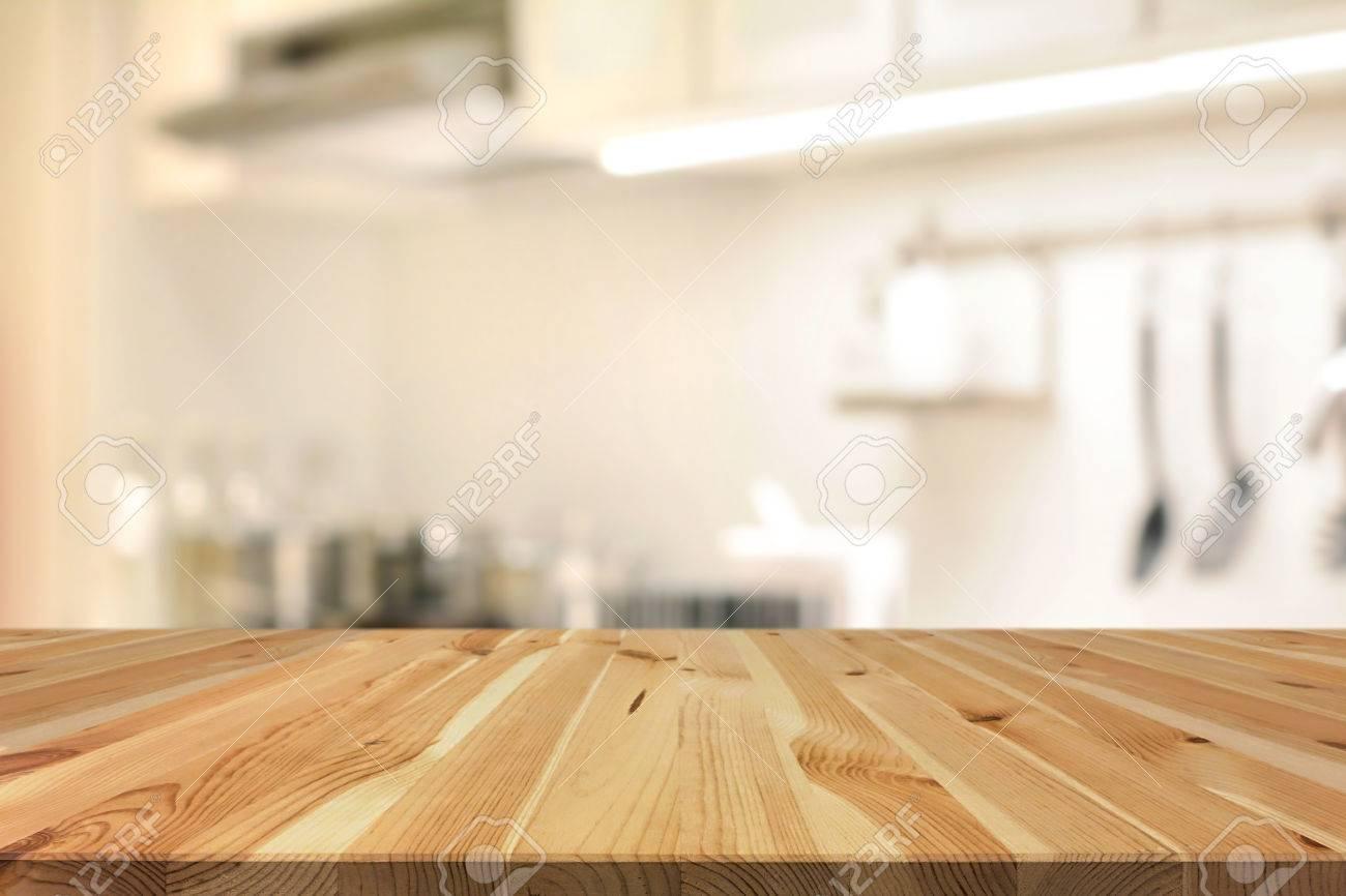 Piano Del Tavolo In Legno (come Cucina Ad Isola) Sulla Cucina ...