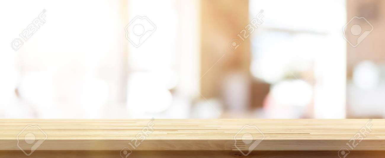 Immagini Stock - Piano Tavolo In Legno Su Sfocatura Sfondo Banner ...