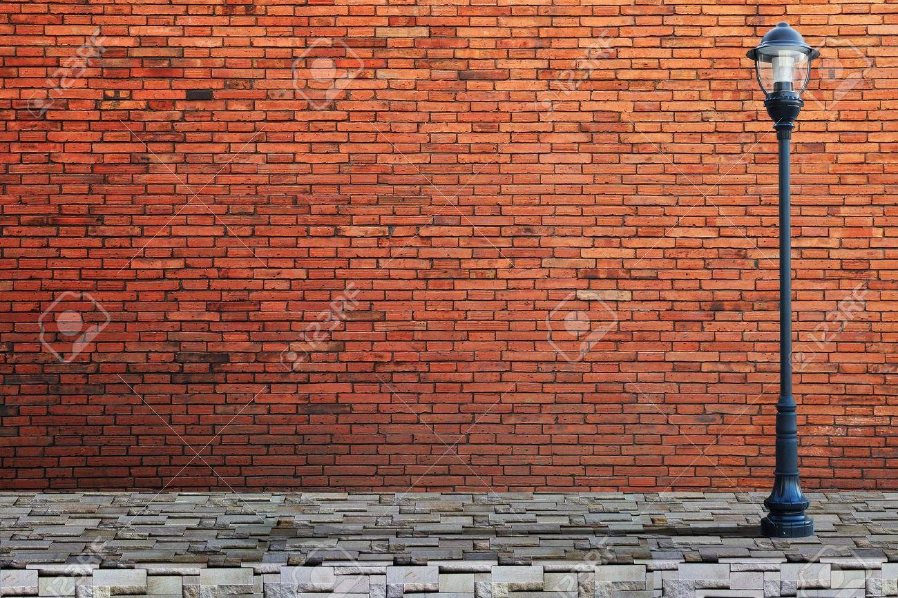Rue lampadaire sur mur de briques Banque d'images - 19221457