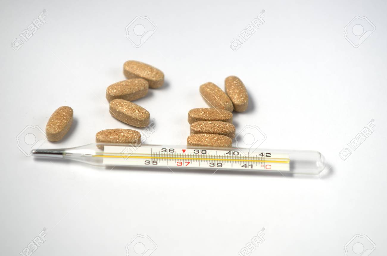 lThermometer and pill Stock Photo - 25449367