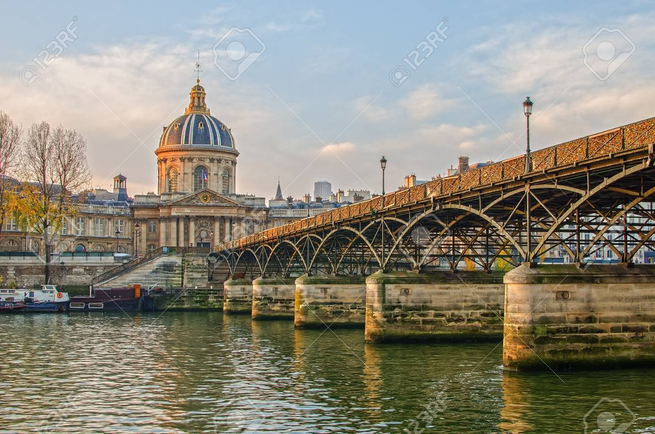 Seine river and Old Town of Paris (France) in the sunrise - 35202160