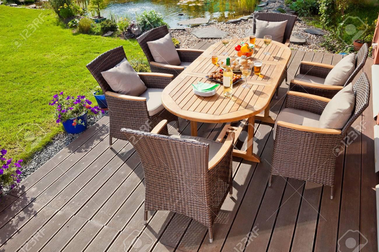 Luxury Garden Rattan Möbel Auf Der Terrasse Lizenzfreie Fotos ...