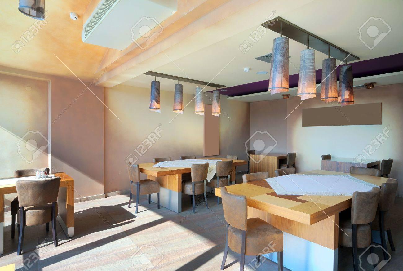 Möbel Und Dekoration Eines Restaurants, Moderner Stil, Tageszeit ...