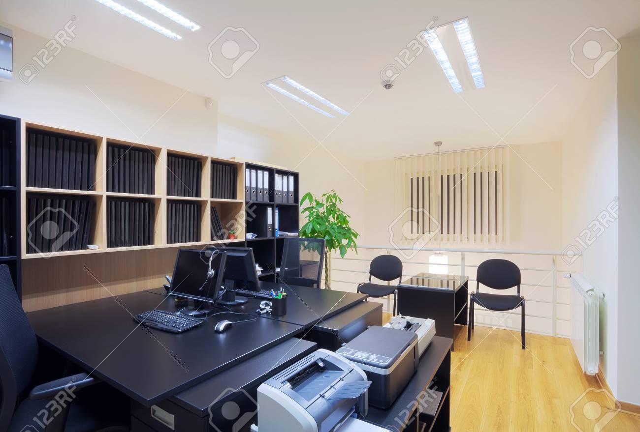 Intérieur dun bureau un design moderne et simple. banque dimages
