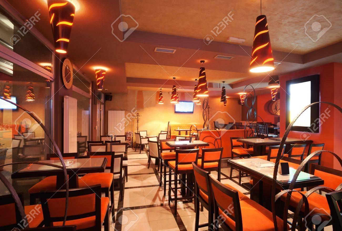 Interieur van een restaurant, modern design in een paar kleuren ...