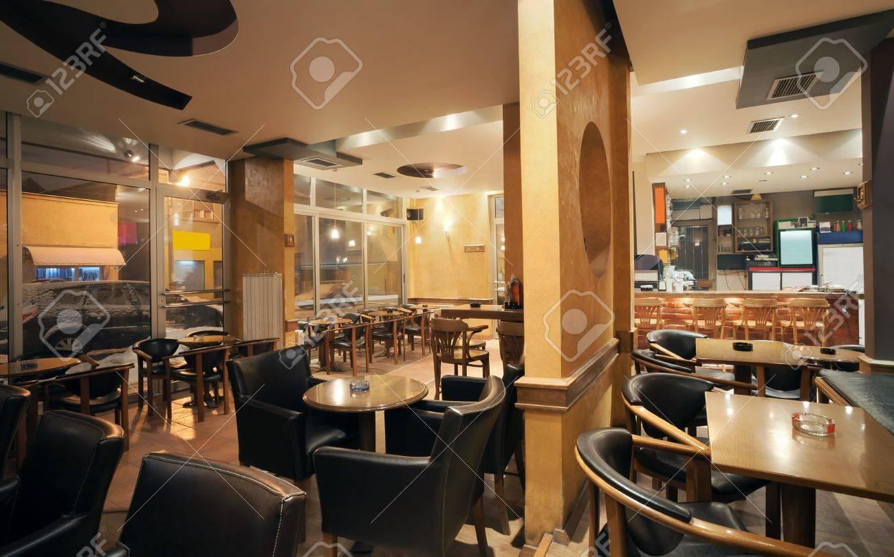 Modern Und Einfach Cafe Interieur Mit Holz-Möbel-Klassiker ...