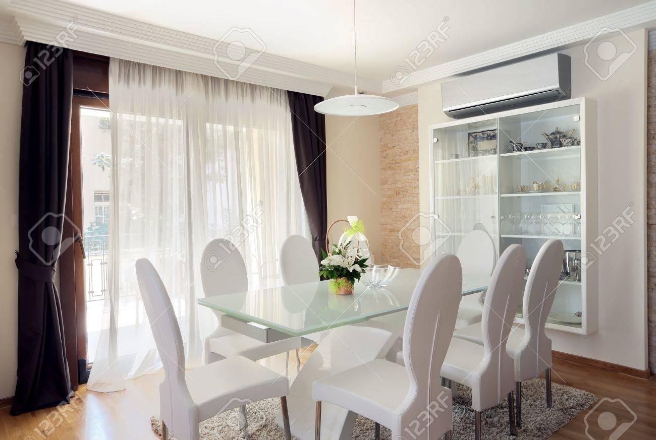 Interiör av en modern matsal. royalty fria stockfoton, bilder ...