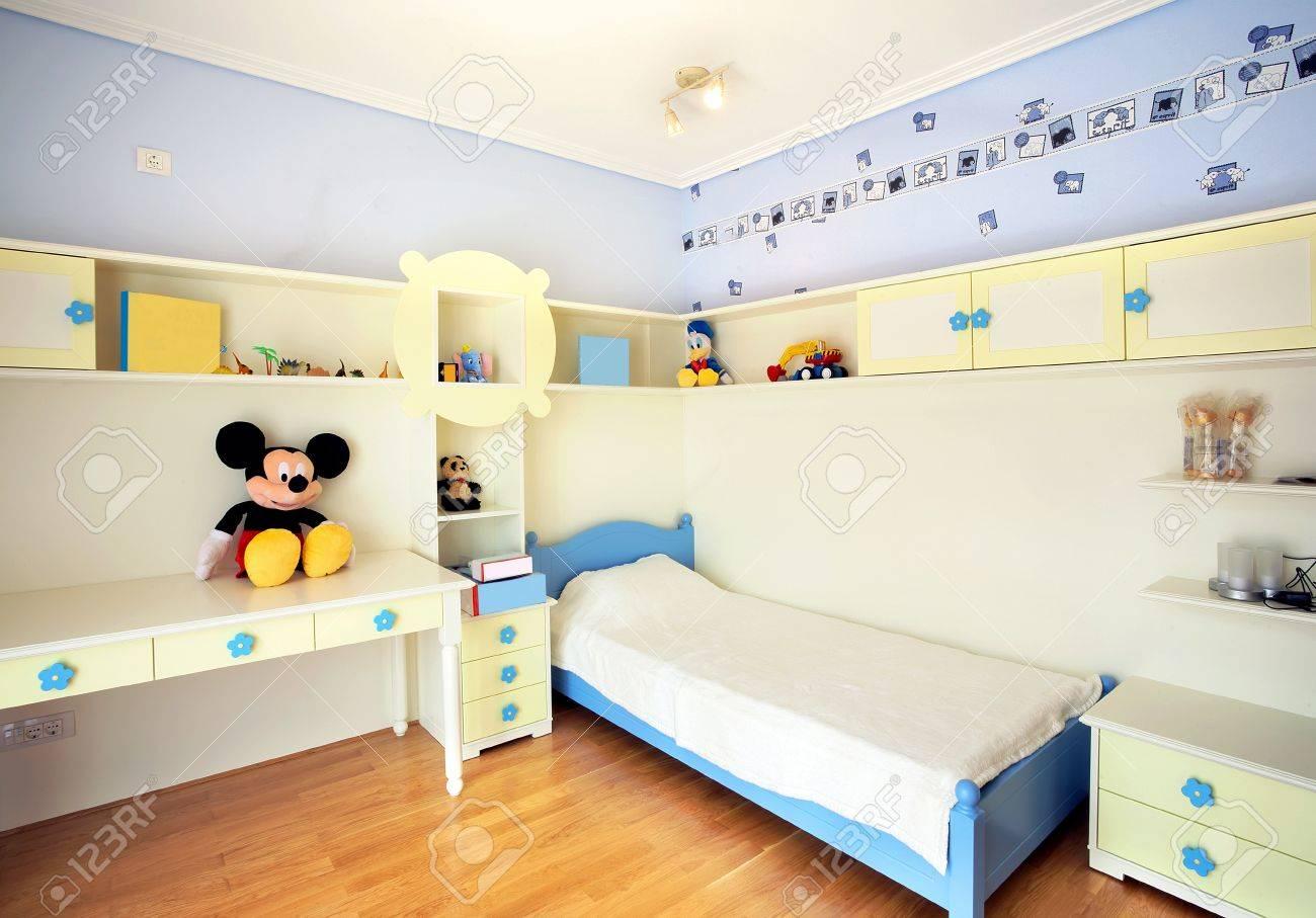 Intérieur D\'une Chambre D\'enfant, Simple, Moderne Et Nouvelle ...