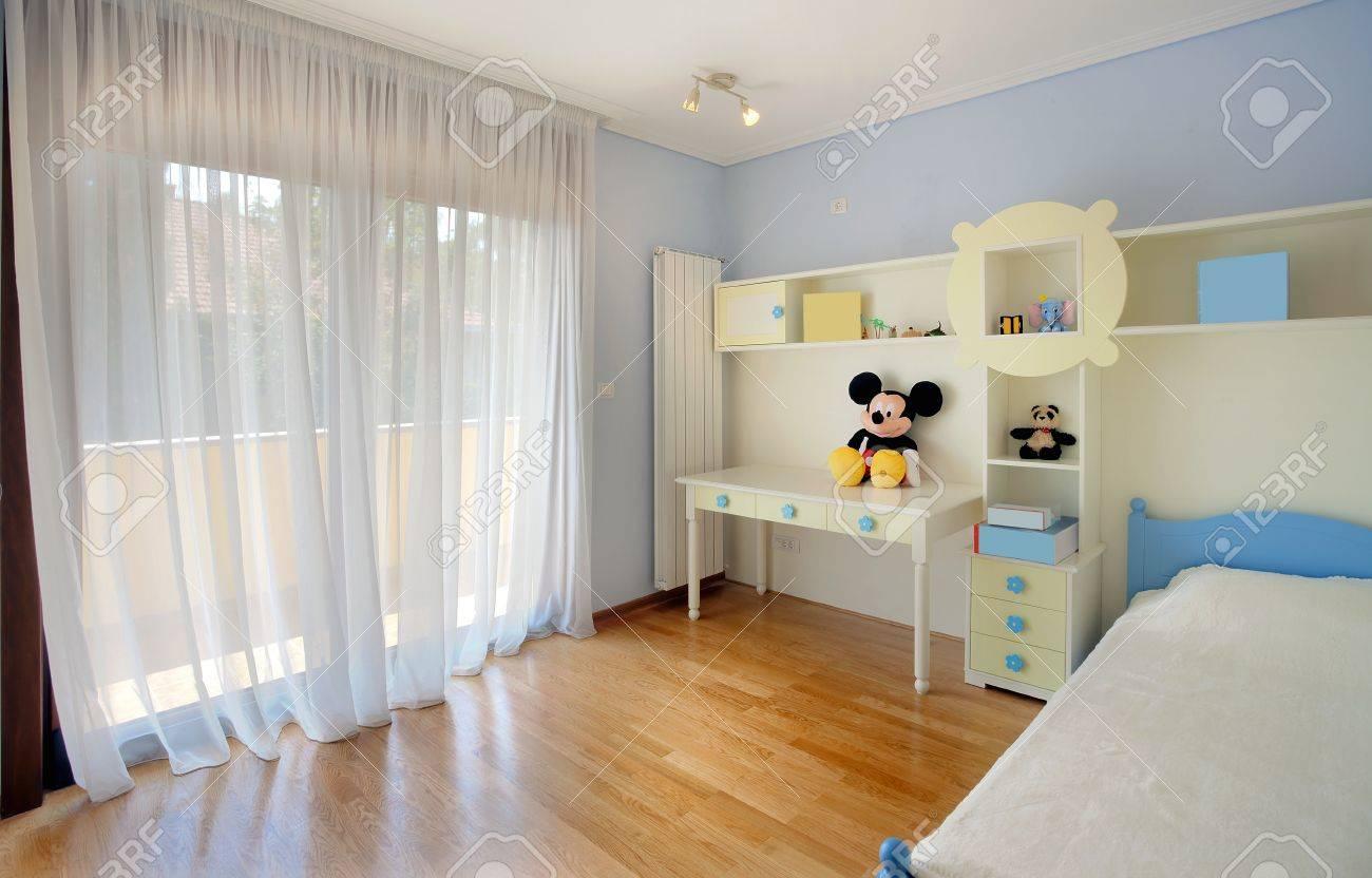 Intérieur d\'une chambre d\'enfant, simple, moderne et nouvelle.