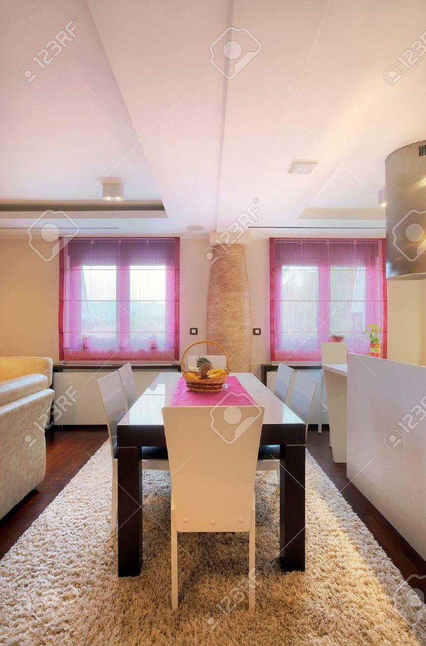 Intérieur d\'une salle à manger, la décoration intérieure contemporaine.