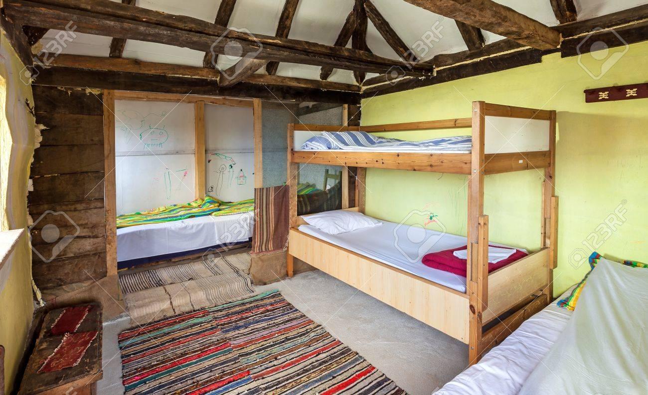 Interieur van een houten huis traditionele servische stijl