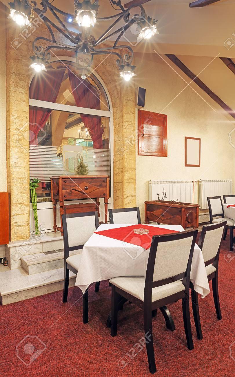 Innenansicht Eines Modernen Restaurant Leerer Raum Mit Möbeln Und ...