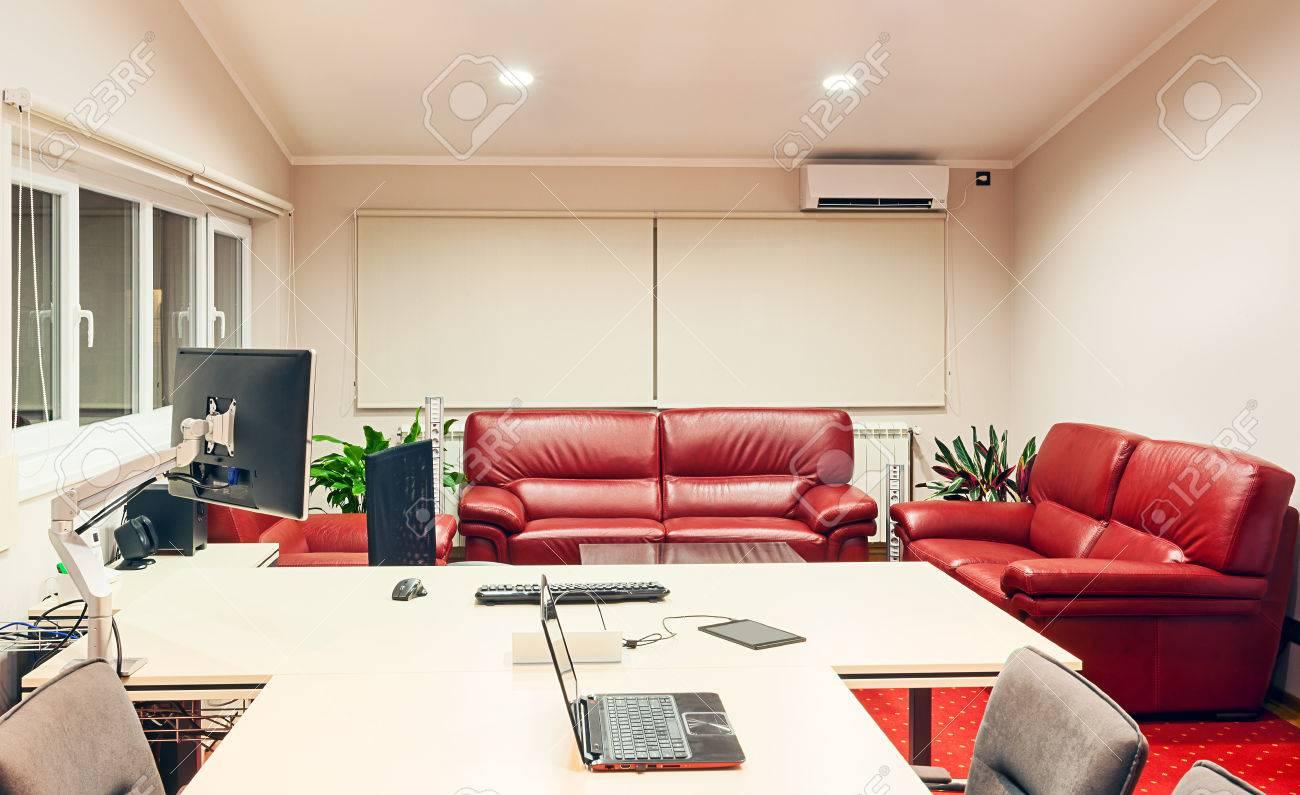 Intérieur d un design moderne de bureau gestionnaire avec des
