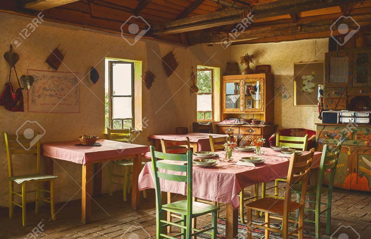 Aménagement Intérieur D\'un Ancien Restaurant Serbe, La Décoration Et ...