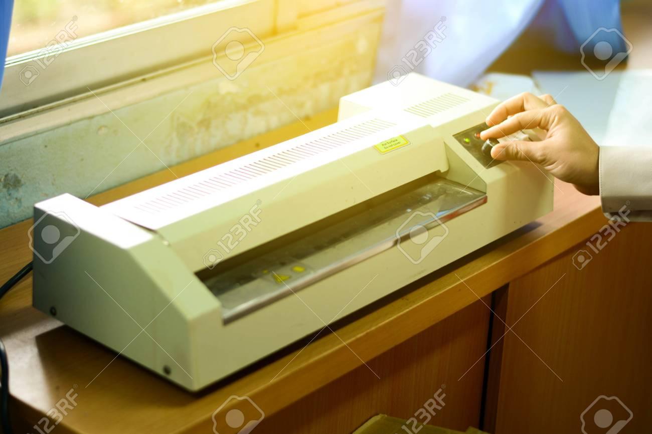 ラミネート 加工 機械