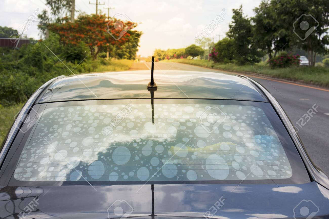 Non-standard auto-exposure glass filters cause bubbles to interfere with vision.Car decoration materials that help reduce the heat temperature in the cabin that should give priority to selection. - 141698819