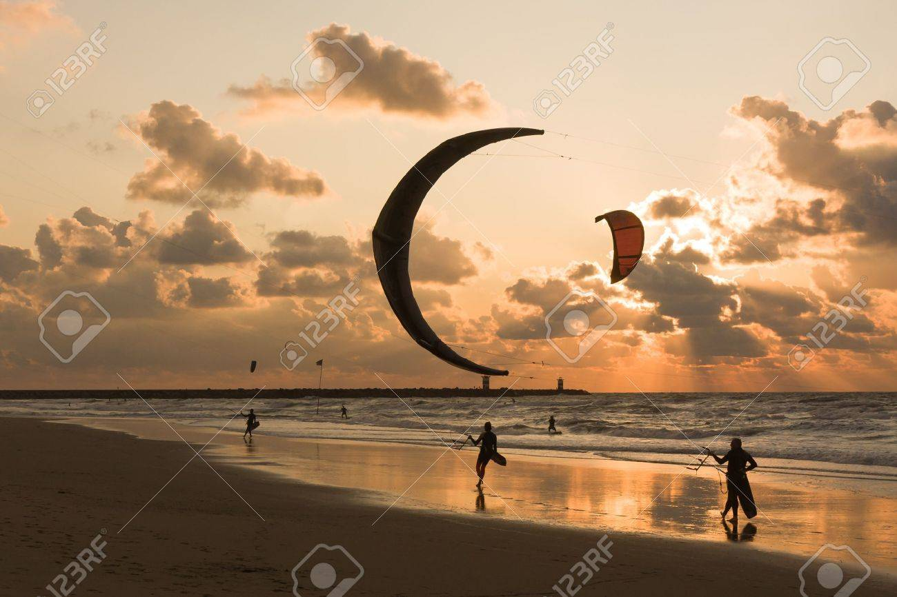 Kitesurfing in the evening at a Dutch beach - 17124479