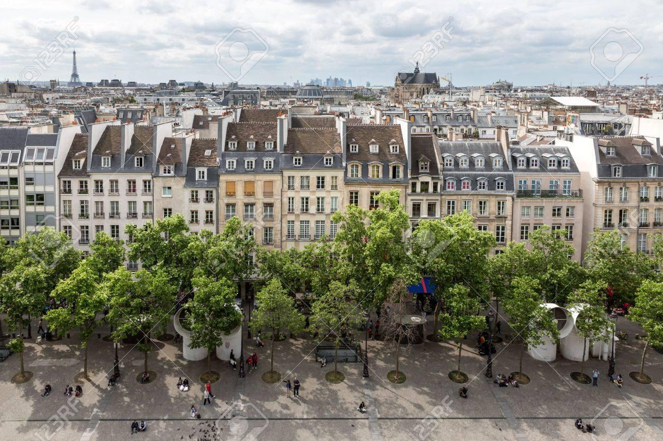 París Francia 29 De Mayo Visión Aérea En París De La Terraza De La Azotea Del Centro Pompidou El 29 De Mayo De 2015 En París Francia