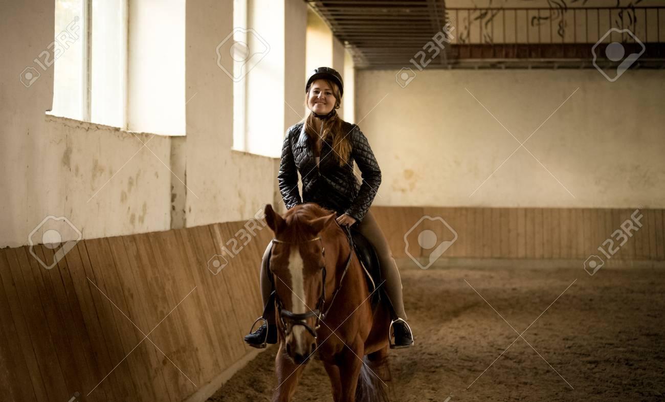grandes marques large choix de couleurs et de dessins vente la plus chaude Portrait of woman riding beautiful brown horse at indoor manege
