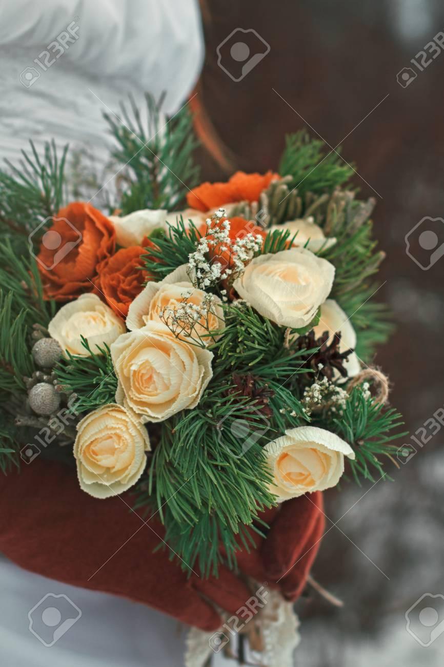 Winter Hochzeit Blumenstrauss In Den Handen Der Braut Lizenzfreie