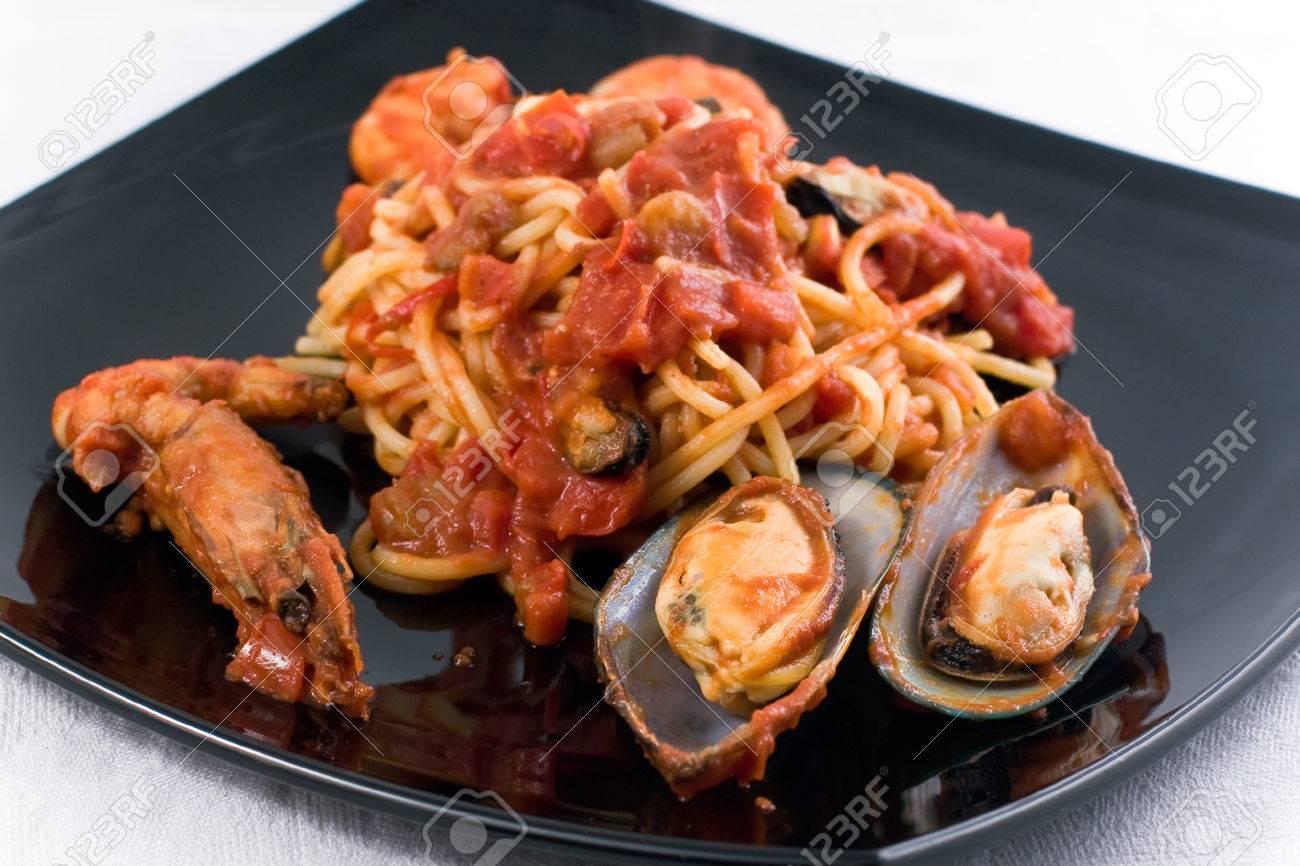 Spaghetti Marinara with mussel om a black plate Stock Photo - 1536091