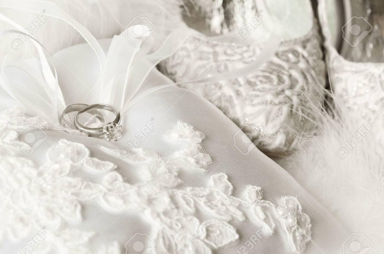 Hochzeit Zubehor Goldene Ringe Kissen Brautschuhe